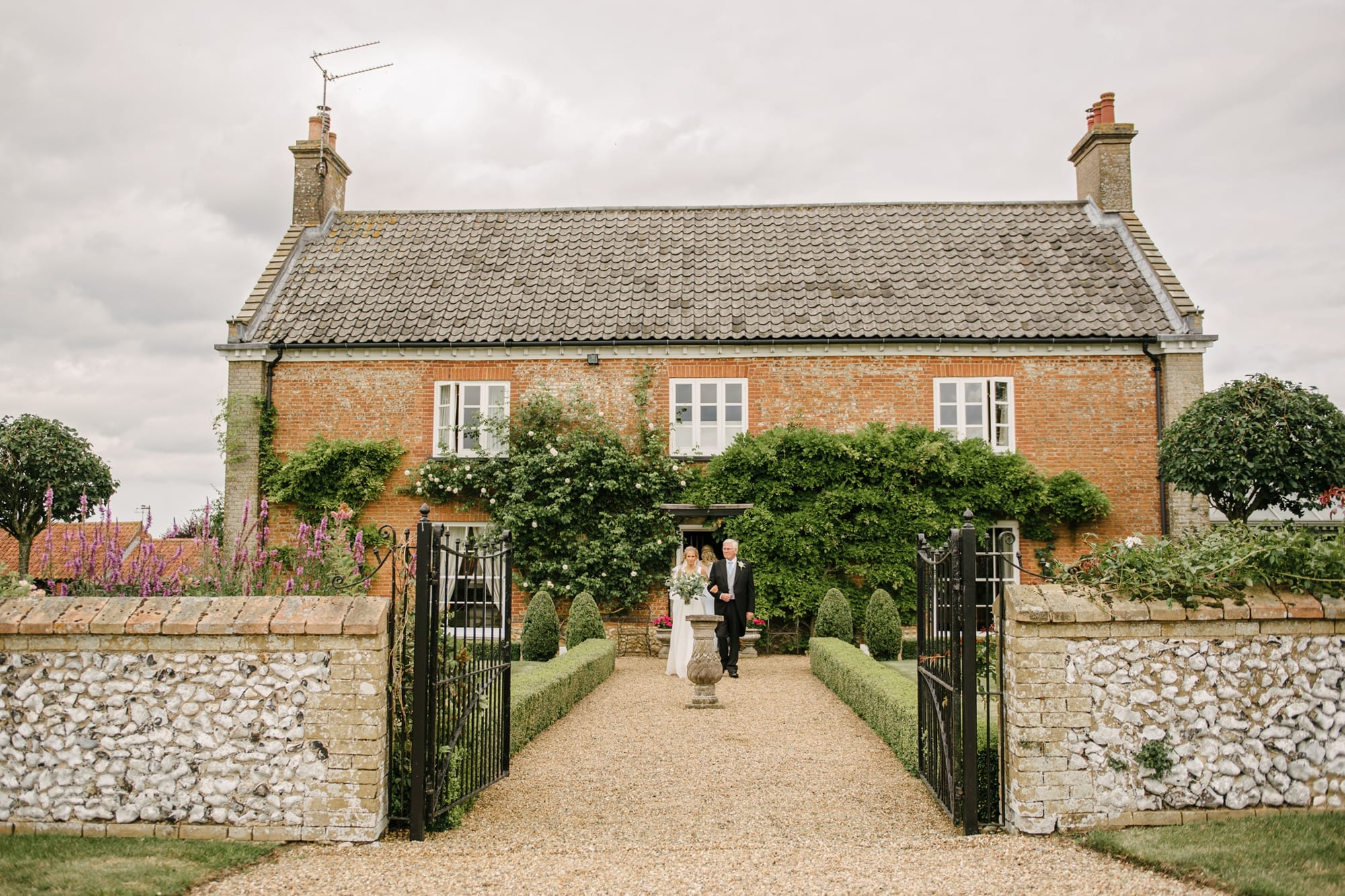 Georgian Norfolk country home with coupe getting married in the garden